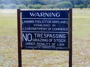 Emergency landing field sign